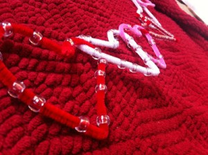 valentine-heart-garland-with-pipe-cleaners-and-beads