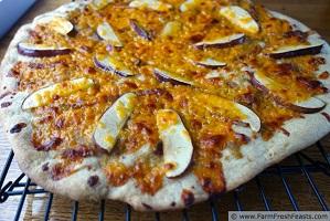 cheddar-apple-onion-bacon-pizza